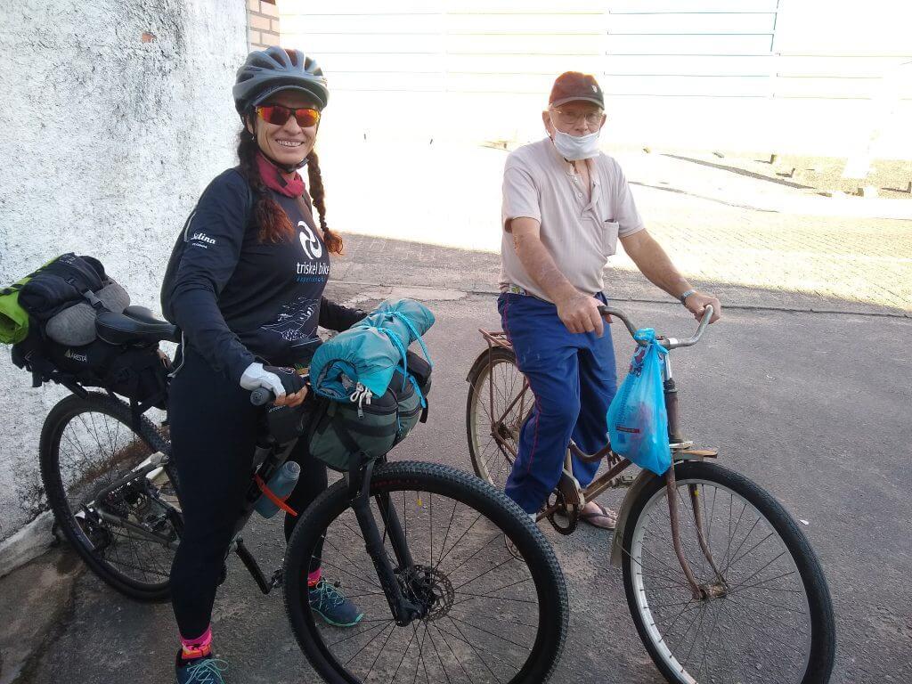 Idosos de bike no Vale Europeu